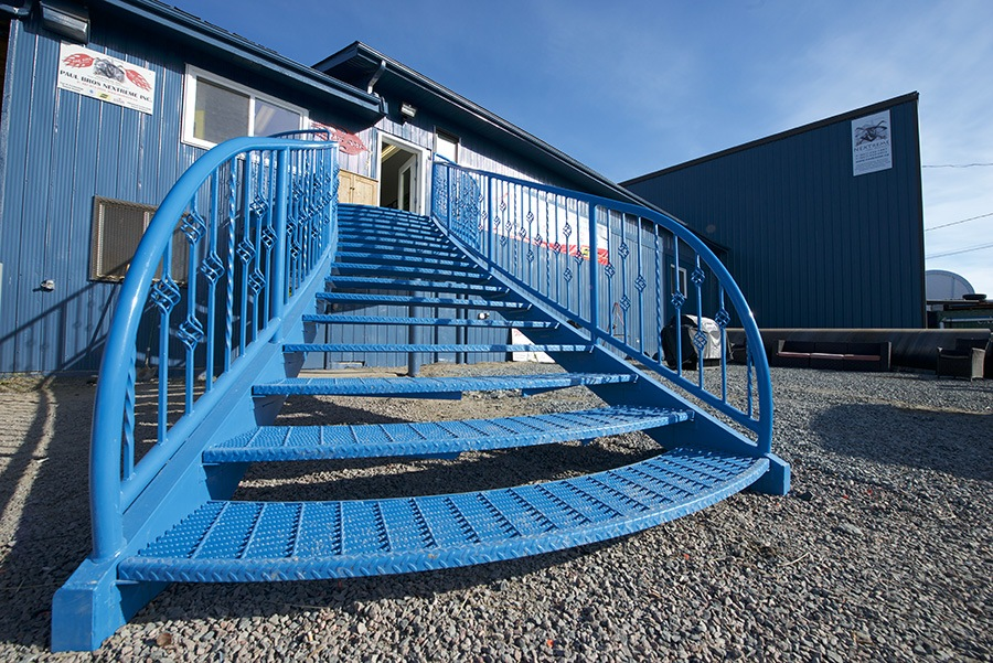 Pre-Fabricated Steel Building with steel stairs